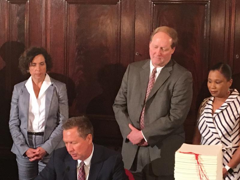Gov. Kasich signing budget