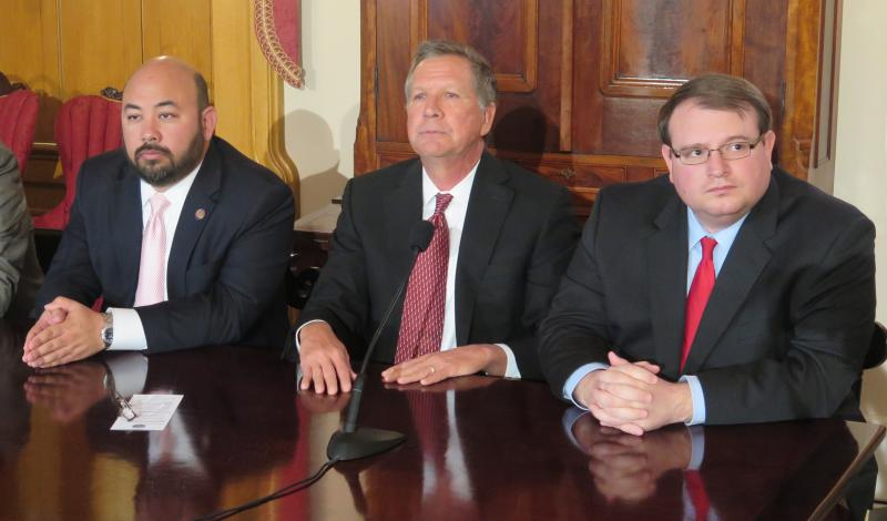 (left to right) House Speaker Cliff Rosenberger (R-Clarksville), Gov. John Kasich, Senate President Larry Obhof (R-Medina)