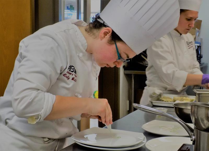 A-B Tech's Emily Welch decorates a dessert plate