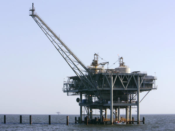A natural gas platform off the coast of Fort Morgan, Ala., in 2007.