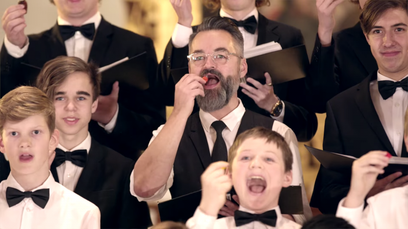 Chili Klaus and the Herning Boys Choir eat the world's hottest chili peppers - then try to continue singing