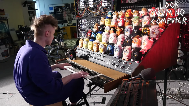 "YouTuber ""Look Mum No Computer"" playing his Furby organ"