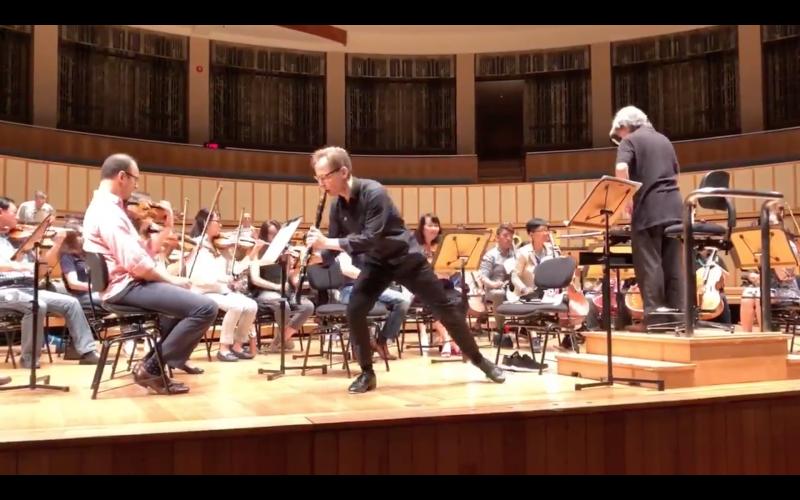 Kari Kriikku jams out while rehearsing a clarinet concerto