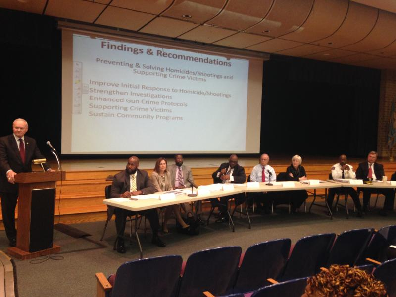 Howard Safir presents findings to Wilmington's commission on public safety.