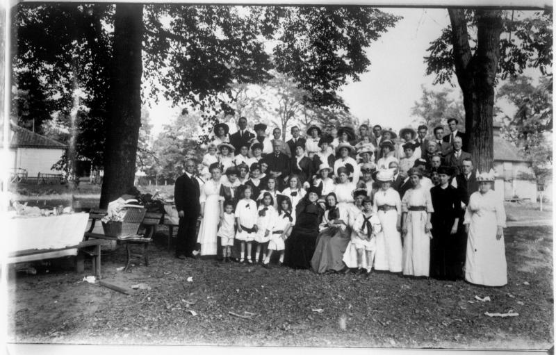 The Marhsall family gathering at Brandywine Springs in 1914.