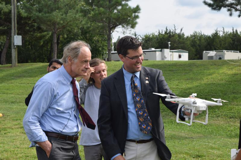 UD's Art Trembanis shows Sen. Carper a drone.