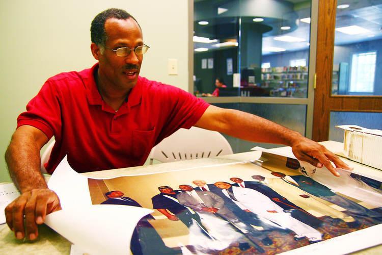 Rick Lee of Harrodsburg displays a picture of veterans he has interviewed.