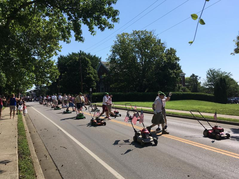 Traditional Lawn Mower Unit in Wilmore Parade