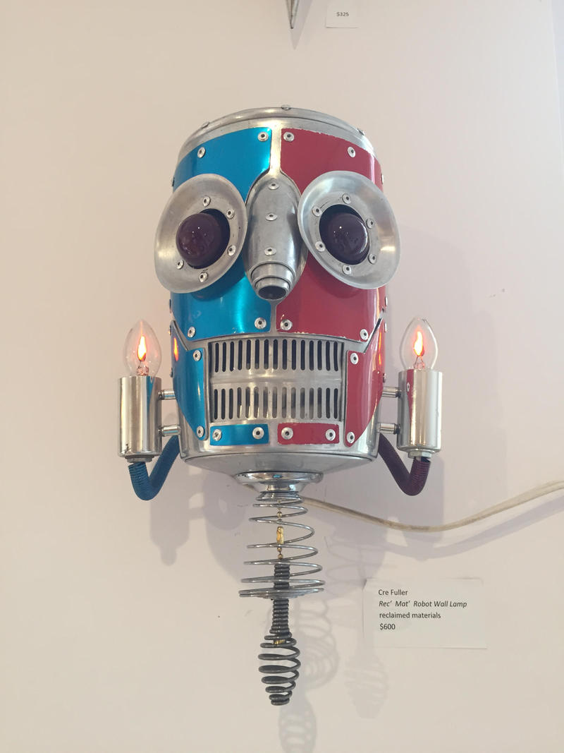 This is the robot lamp Omari tried to buy at an arts auction.