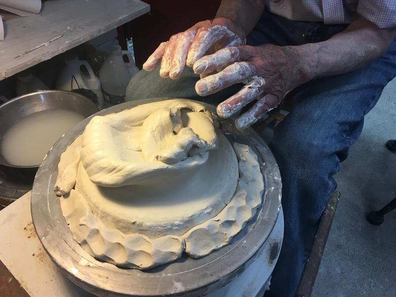 Starting mold of clay pot.
