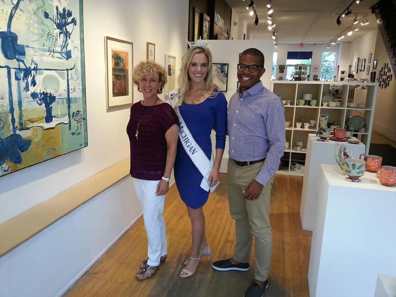 President of the Ann Arbor Art Center Marie Klopf on left, Miss Michigan and Omari Rush from the art center on the right.