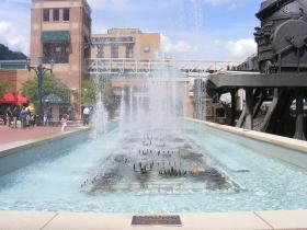 Station Square has unveiled a nearly 11-minute water fountain show that honors Pittsburgh's rich sports history.