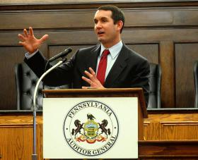 Pennsylvania Auditor General Eugene DePasquale is calling on Governor Corbett and state lawmakers to raise the state's minimum wage.