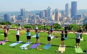 An outdoor yoga class in Grandview Park