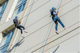 Participants in the Shatterproof repelling challenge raise money to fight drug and alcohol addiction.
