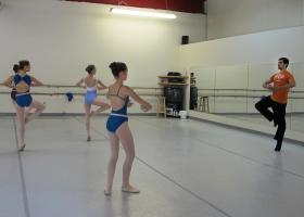 Damien Martinez Coro works with a group of young dancers during a recent lesson at the Ballet Academy of Pittsburgh.