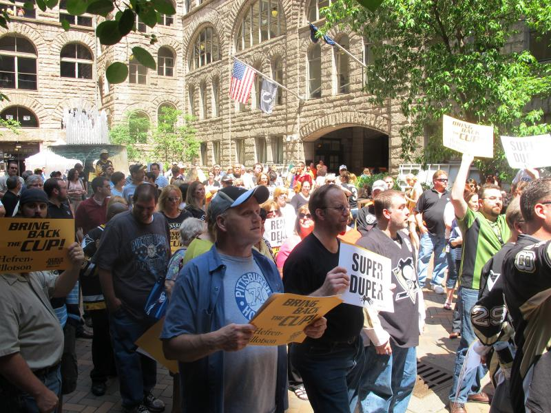 Penguins fans gather for a pep rally in the courtyard of the Allegheny County Courthouse Friday.