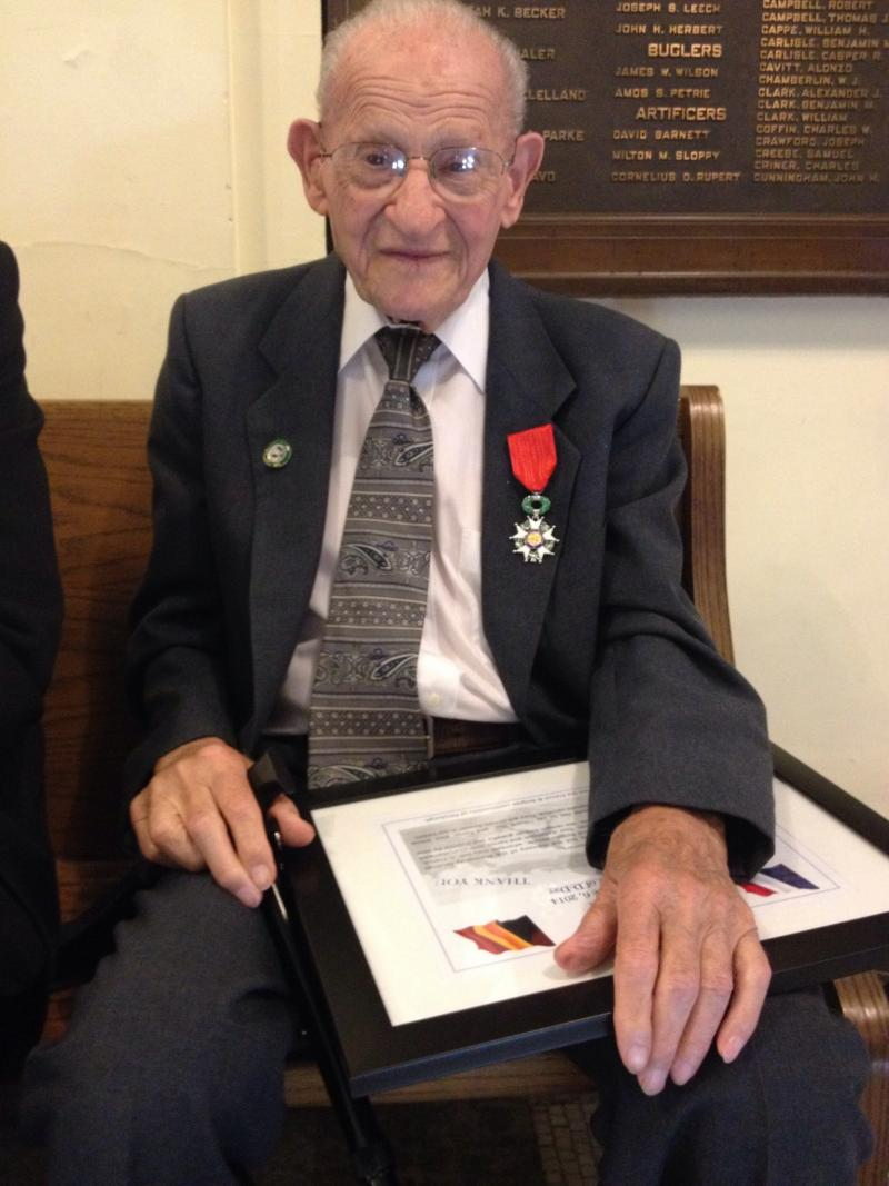 Ralph Russo with his Legion d'Honneur medal at Soldiers and Sailors Memorial Hall in Oakland