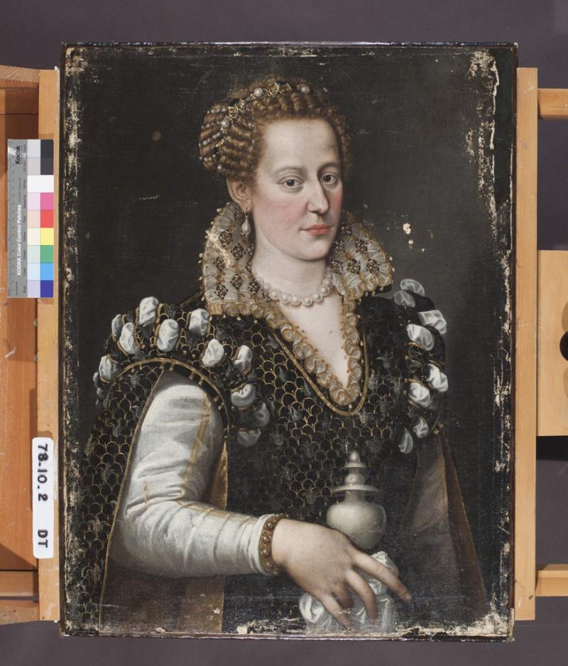 The original 16th century portrait of Isabella de' Medici, after the restoration process