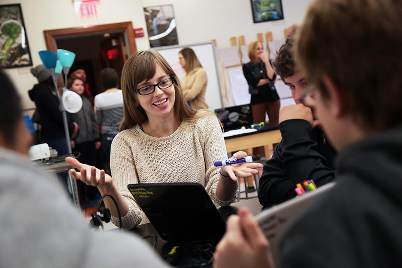 Julia Brown, a teaching artist with Assemble, helps students during a lesson on HTML at the Thinking Lab.