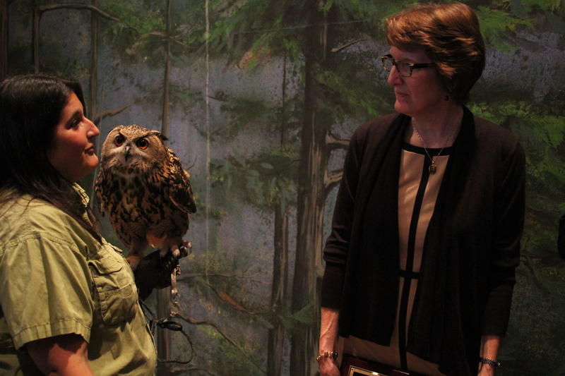 Cathi Schlott, left, manager of animal training for the National Aviary, speaks with Kris Vehrs, executive director of the Association of Zoos & Aquariums. Schlott is holding Pumpkin, a Eurasian eagle owl.