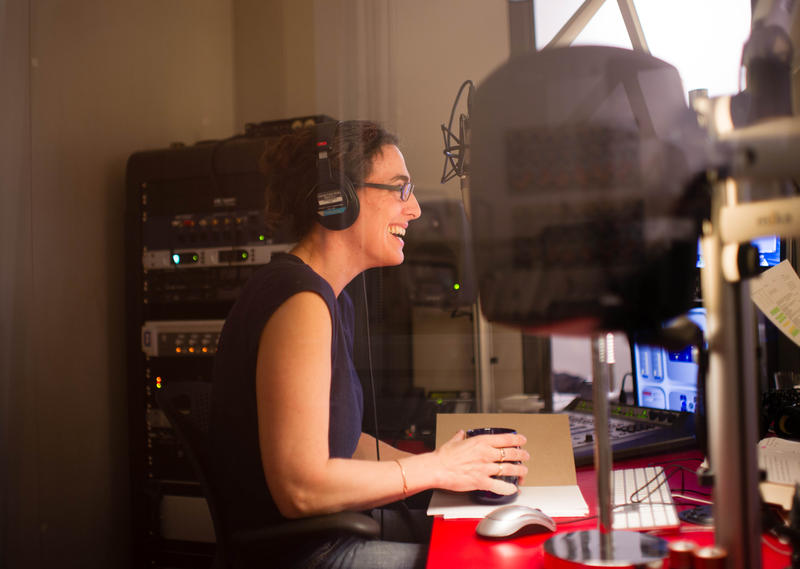 Sarah Koenig in Studio