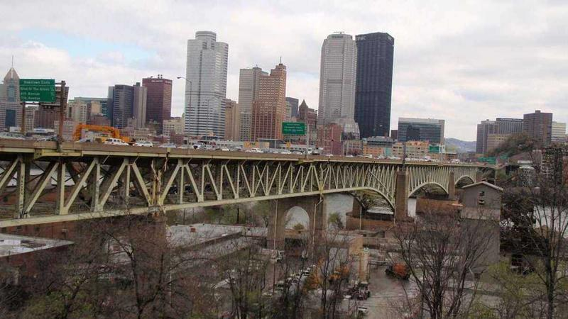 Surface work on the Liberty Bridge will resume in 2017