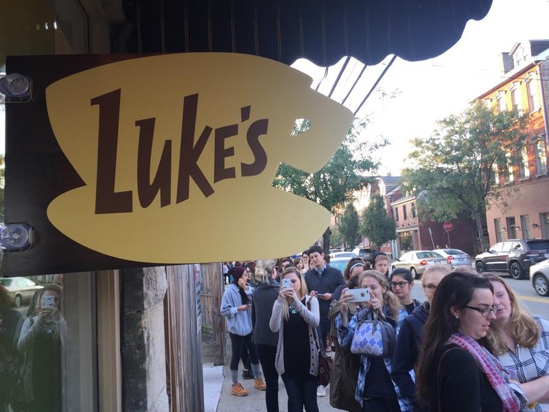 About 500 people showed up at both Big Dog Coffee in the South Side and Bookshelf Cafe in Morningside on Wednesday morning for the Luke's Diner pop-up promoting the new episodes of Gilmore Girls, airing on Netflix.