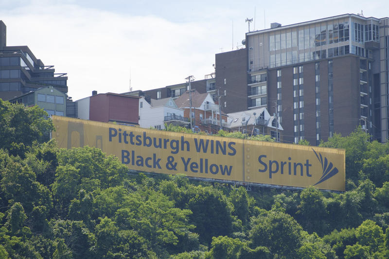 "The nonprofit Scenic Pittsburgh says it could fundraise for the installation of a Hollywood-style sign that reads ""Pittsburgh"" to replace the Sprint banner."