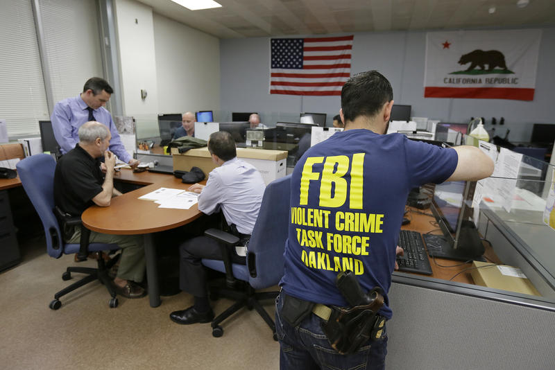 Oakland police detectives and FBI agents work together in the same office, with federal agents offering help gathering evidence, collecting DNA, chasing leads and bringing federal prosecutions that carry longer sentences in far-away prisons.
