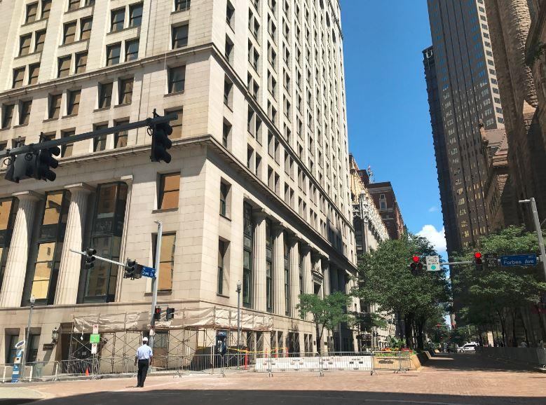 A stone fell from Pittsburgh's 115-year-old Frick Building Sunday, closing a block of Grant Street.