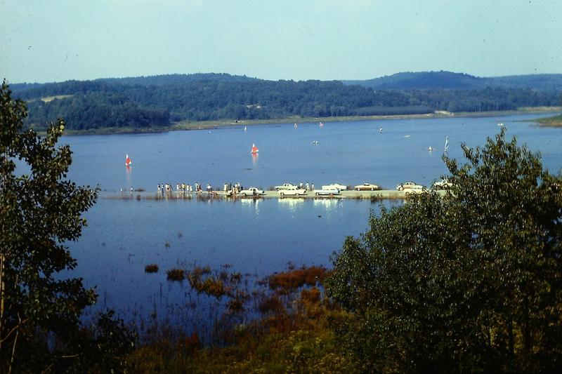 During the months that Lake Arthur was filled with water, cars would drive out onto old US 422. The close road was eventually submerged in water.