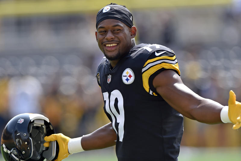 Pittsburgh Steelers wide receiver Juju Smith-Schuster warms up before an NFL football game in Pittsburgh on Sunday, Sept. 17, 2017.