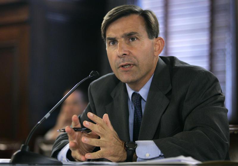Pennsylvania Rep. Greg Vitali, D-Delaware, testifies in Harrisburg, Pa., during a state House panel in 2007.