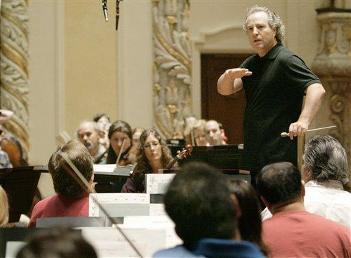 Pittsburgh Symphony Orchestra Conductor Manfred Honeck talks with the orchestra as he gives instruction during a rehearsal of a Mahler piece on Wednesday, Sept. 24, 2008.