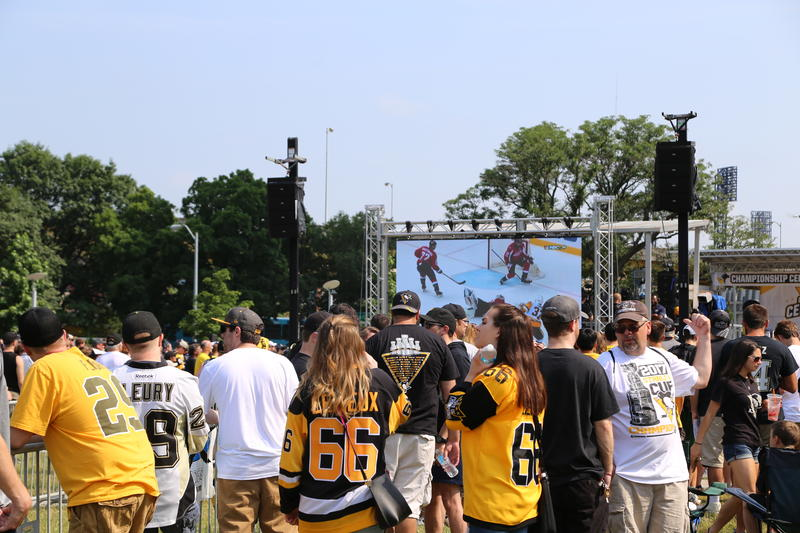 Fans watch highlights from the 2017 playoff season ahead of the post-parade rally at Point State Park.