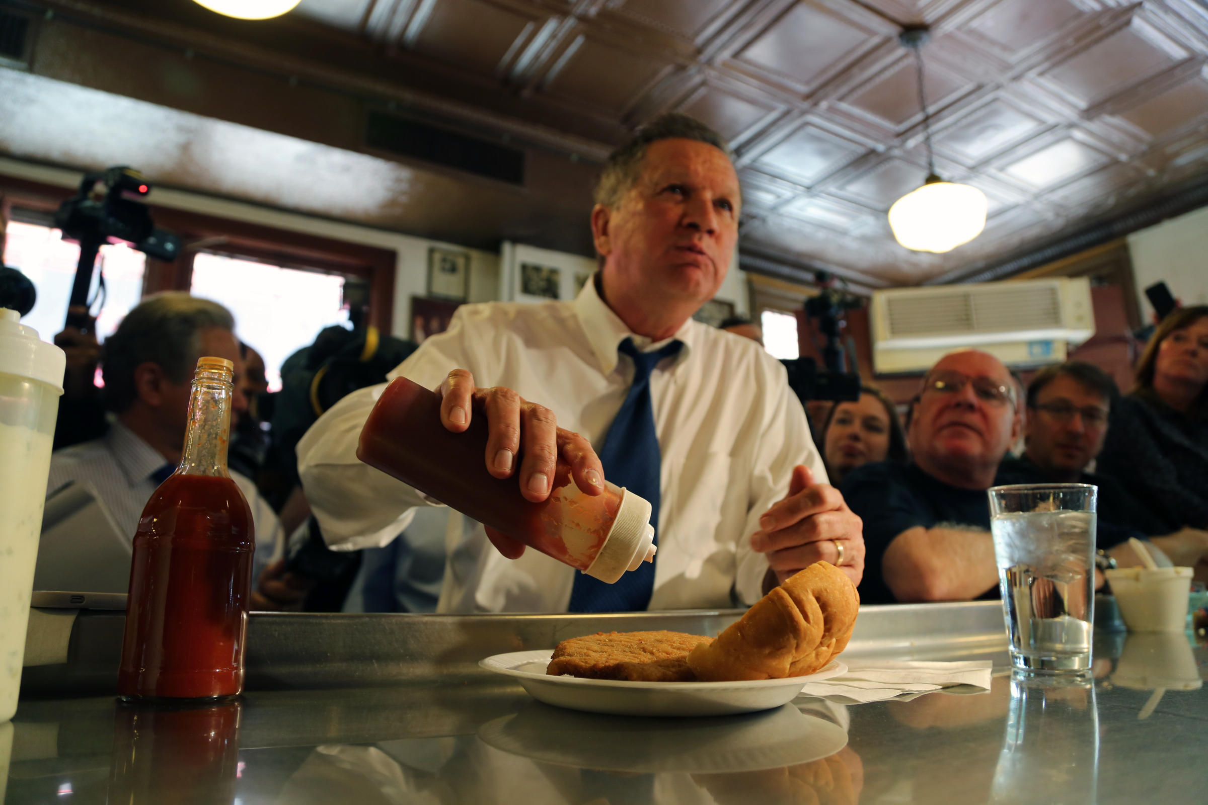 Kasich heralds 39 pittsburgh values 39 in lunchtime campaign for Fish market pittsburgh