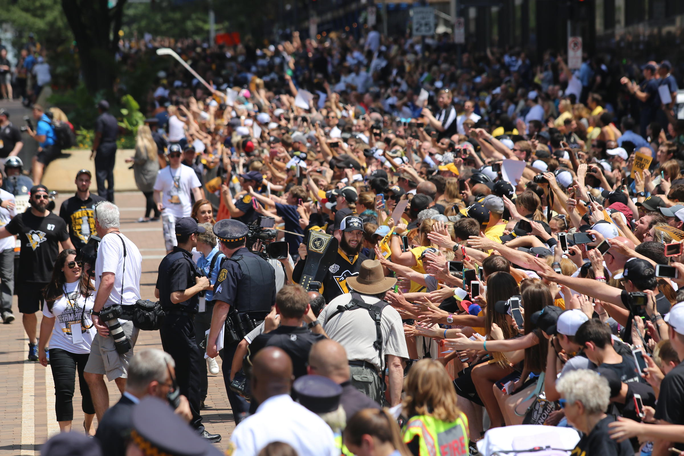 400,000 Fans Greet Pittsburgh Penguins At Stanley Cup ...
