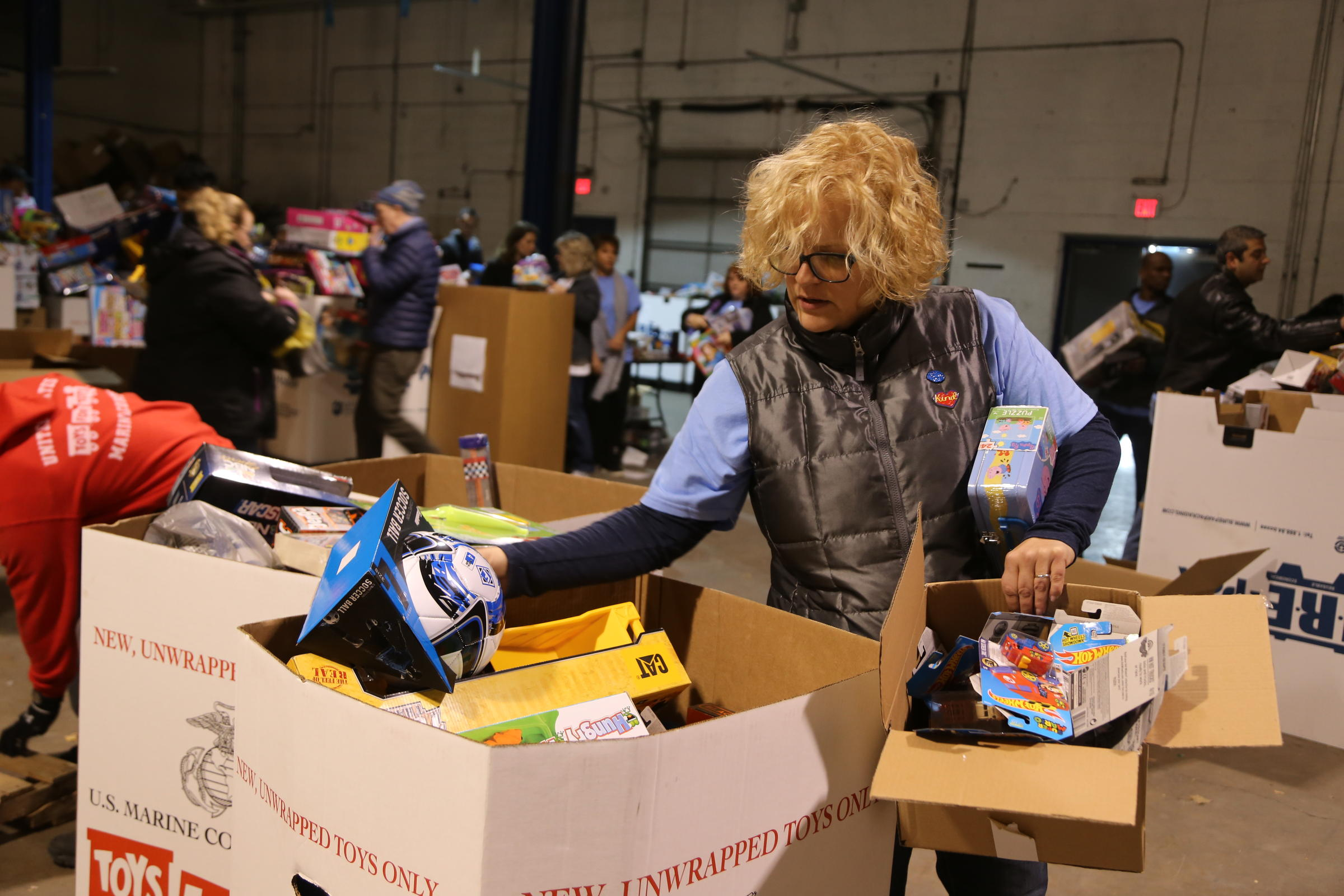 Toys For Tots Volunteer : Girls can play with dinosaurs too toys for tots volunteers aim