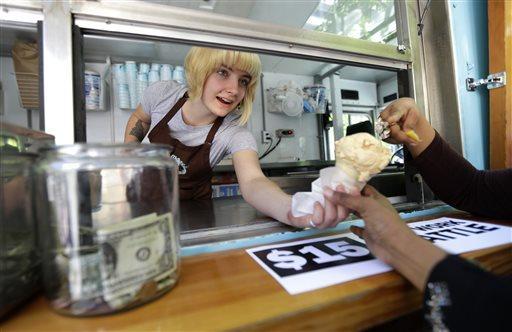 Restaurants could require waiters to split tips under new regulation