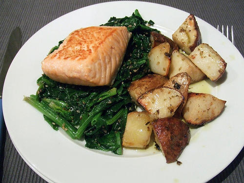 Salmon with spinach and potatoes.