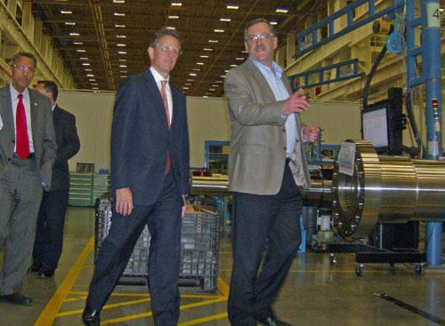 Sec. Geithner (L) being shown the Siemens plant in Charlotte by Mark Pringle, the plant's VP of Operations.
