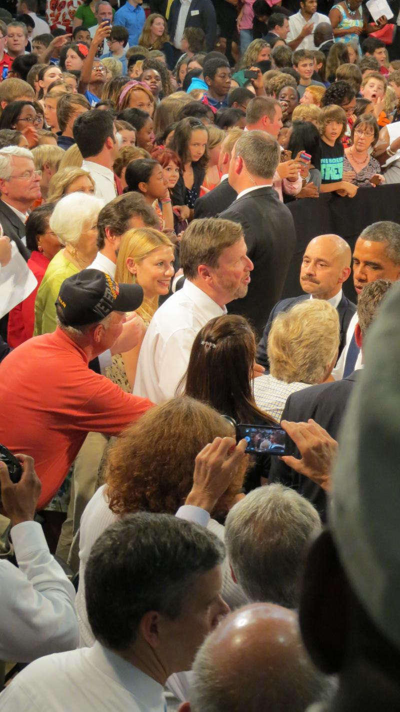 Obama meets Mooresville Superintendent Mark Edwakrds. Beside him actress Claire Danes and in front Secretary of Education Arne Duncan.