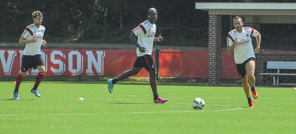 tar striker Mario Balotelli (center) worked out along with his AC Milan teammates at Davidson College Monday.