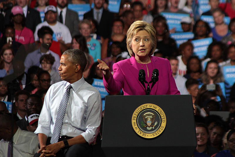 Obama reacts to a Clinton joke about Donald Trump and Twitter