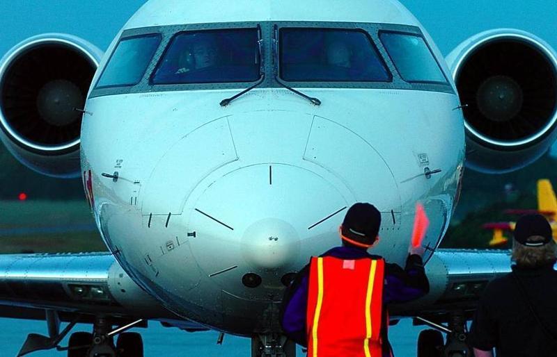 plane nose, airplane ground handler