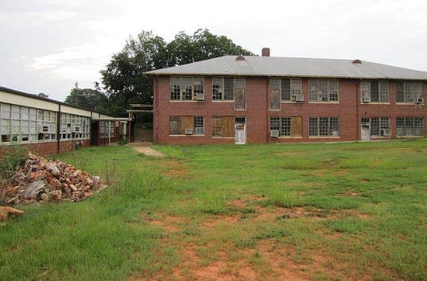 The remaining academic building at FHS before it was renovated.