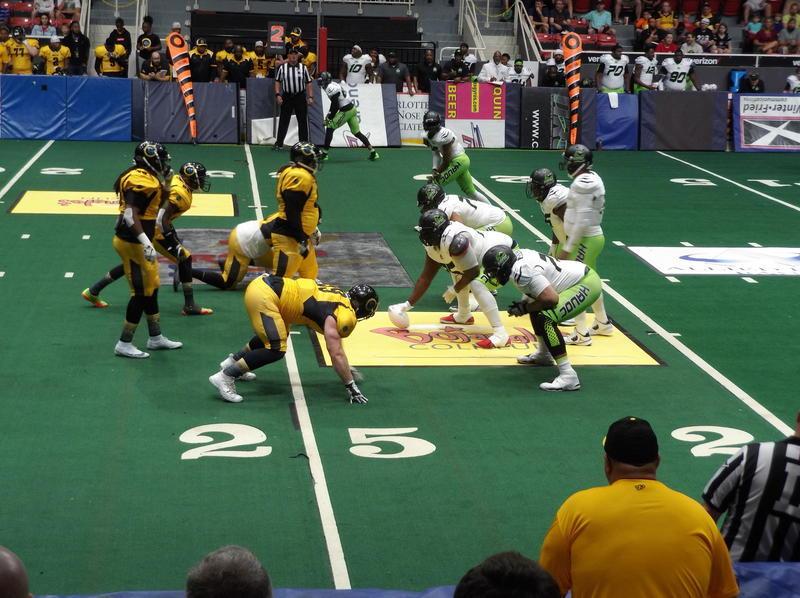 Carolina Energy (yellow) play the Atlanta Havoc 45-41.