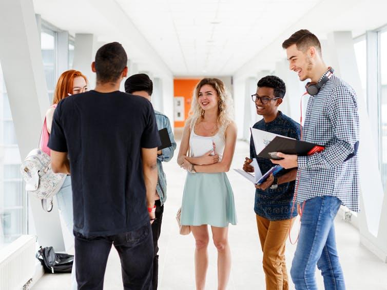 A new Elon University Poll shows students with larger peer networks find college more rewarding.