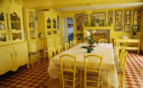The dining room in Monet's home.